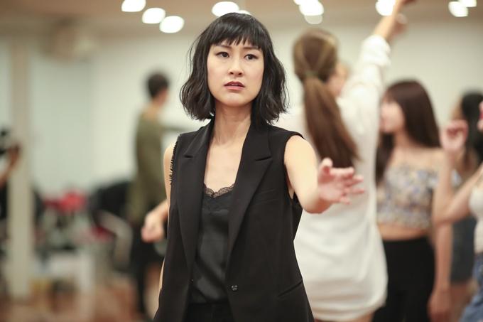Acting Coach (người hướng dẫn diễn xuất) là một vai trò mới mẻ ở thị trường điện ảnh Việt Nam nhưng khá phổ biến, quan trọng trong các dự án của Hollywood. Họ sẽhỗ trợ và giúpdiễn viênkhai thác nhân vật theo đúng ý đồ kịch bản mà đạo diễn mong muốn.