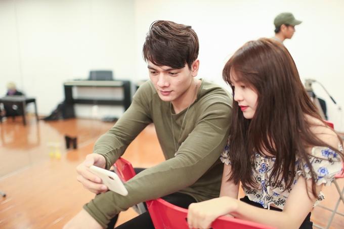 Bộ đôi diễn viên chính chăm chỉ tập luyện để diễn xuất ăn ý.