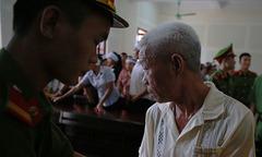 Lão nông đâm chết trưởng thôn lĩnh 19 năm tù