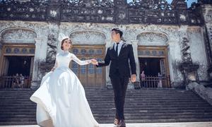 Mặc âu phục vẫn có thể chụp ảnh cưới ở Lăng Khải Định