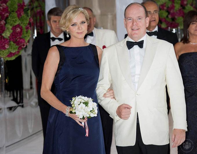 Vợ chồng Hoàng thân Monaco tại sự kiện Red Cross Ball Gala năm 2014. Ảnh: WireImage.