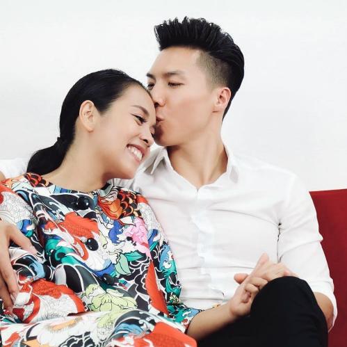 Quốc Nghiệp tình tứ bên bà xã Ngọc Mai. Cặp đôi đã có một con trai, hiện tại Ngọc Mai đang mang bầu lần 2.