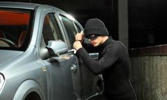 Bám theo ôtô của bạn trộm gần 2 tỷ đồng