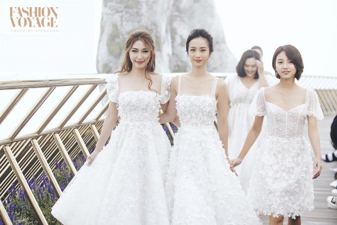Sàn diễn còn là nơi hội ngộcủaJun Vũ,Khổng Tú Quỳnh, Trịnh Thảo, Hoàng Oanh vàMinh Thảo trong bộ sưu tậpcưới Nàng Mây của nhà thiết kếChung Thanh Phong.