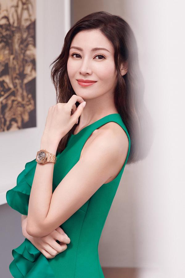 Lý Gia Hân sinh năm 1970 tại Macau, có cha là người Bồ Đào Nha, mẹ là người gốc Thượng Hải. Cuộc sống lúc nhỏ của mỹ nhân rất vất vả, năm 14 tuổi, cô đã làm người mẫu bán thời gian để trang trải học phí. Năm 1988, cô vinh dự giành vương miện của cuộc thi Hoa hậu Hong Kong do đài TVB tổ chức khi mới 18 tuổi. Sau đó, cô lấn sân sang con đường diễn xuất nhưng không được khán giả chú ý vì cách diễn khá gượng gạo. Không thành công trong lĩnh vực phim ảnh, Gia Hân quay trở lại theo đuổi sự nghiệp người mẫu. Năm 2008, cô lên xe hoa với tỷ phú Hứa Tấn Hanh sau khi trải qua nhiều mối tình. Hiện tại, người đẹp cùng chồng chung sống hạnh phúc tại Hong Kong cùng bé trai Jayden Max Hui.