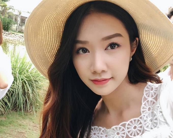 Ngoài vòng eo gợi cảm, Hồng Tuyết còn có lợi thế gương mặt xinh xắn, phù hợp tiêu chí Hoa hậu Việt Nam.
