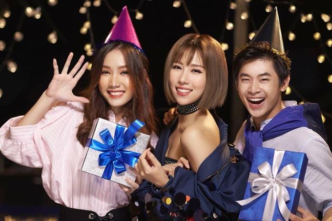 Hồng Tuyết từng tham gia một quảng cáo cùng ca sĩ Min (giữa).