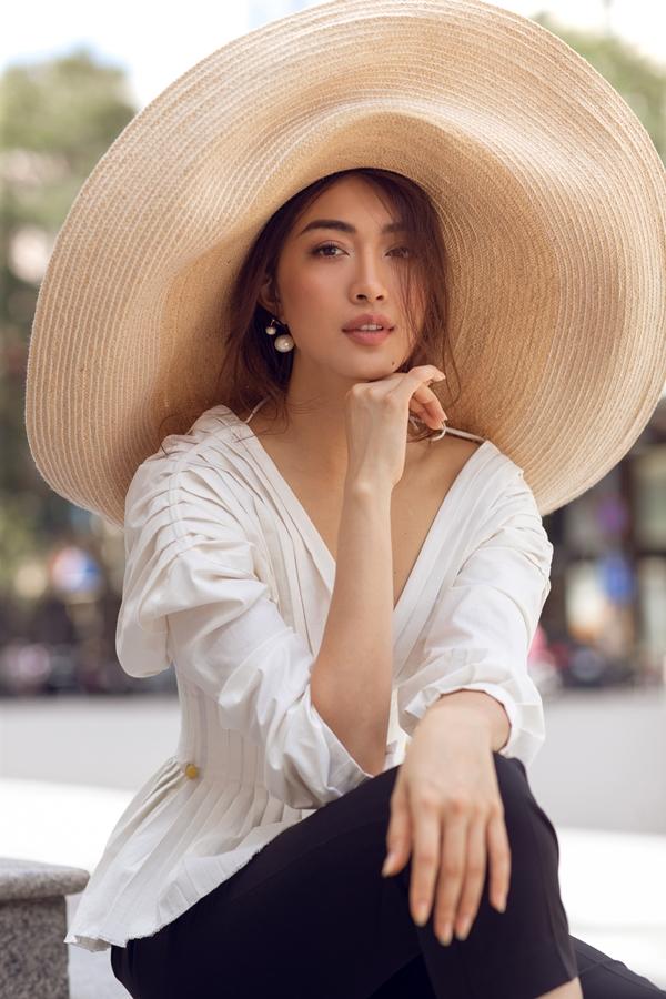 Cô tự phối đồvà làm việc trực tiếp với các nhà thiết kế cho mỗi lần xuất hiện mà hiếm khi thông qua stylist.