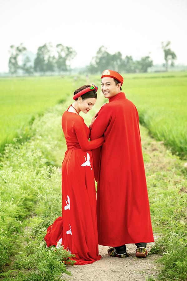 Đây là lần đầu tiên Phạm Phương Thảo mời Tiến Lộc đóng MV. Mặc dù nam diễn viên ít tuổi hơn nữ ca sĩ nhưng cả hai trông rất đẹp đôi và kết hợp ăn ý trong những cảnh tình cảm.