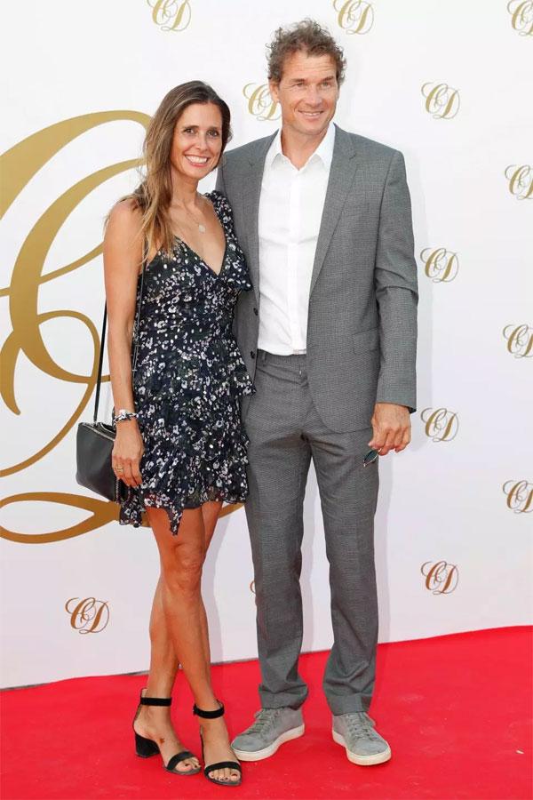 Cựu thủ môn ArsenalJens Lehmann cùng bà xã Andrea.