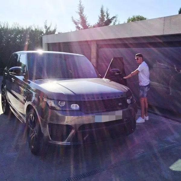 Range Rover thửa riêng cũng rất được C. Ronaldo yêu thích.