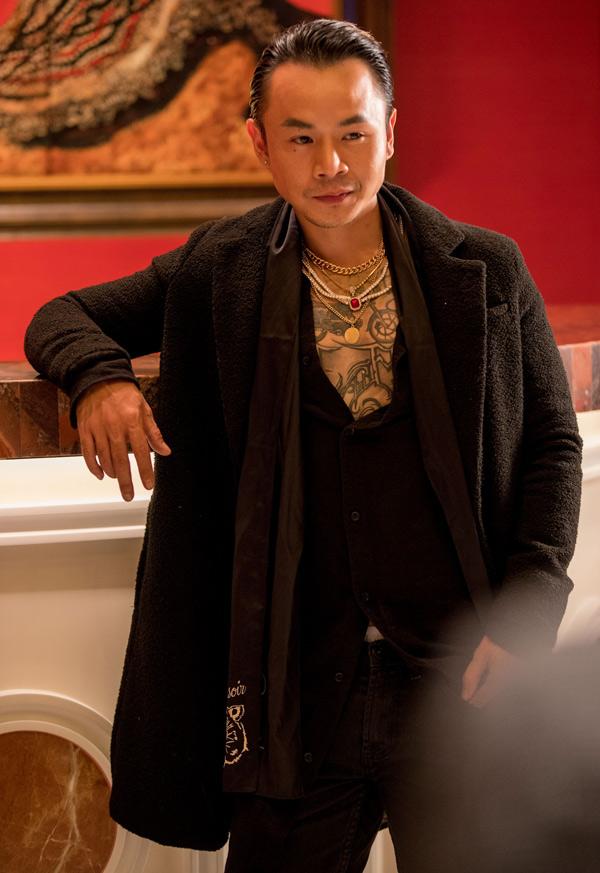 Rapper Binz - thành viên nhóm nhạc undergroundSpaceSpeaker lần đầu kết hợp quay MV cùng Mr Đàm. Ông hoàng nhạc Việt muốn sản phẩm của mình mới lạ pha chút nổi loạn nên quyết định mời chàng rapper trẻđồng hành cùng anh.