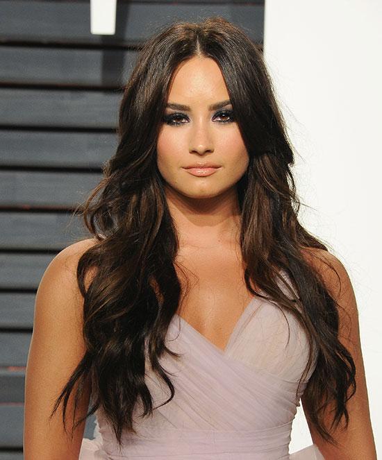 Demi Lovato nhập viện vì dùng ma túy quá liều.