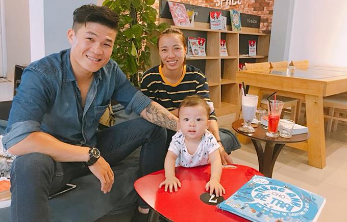 Trương Đình Hoàng cùng bà xã Đỗ Thị Thảo và con trai.