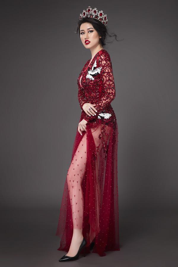 Emily Hồng Nhung hiện kinh doanh thương hiệu thời trang riêng và là gương mặt đại sứ cho nhiều dự án du lịch trong và ngoài nước. Cô từng lọt top 9 Hoa hậu Du lịch Quốc tế 2016.