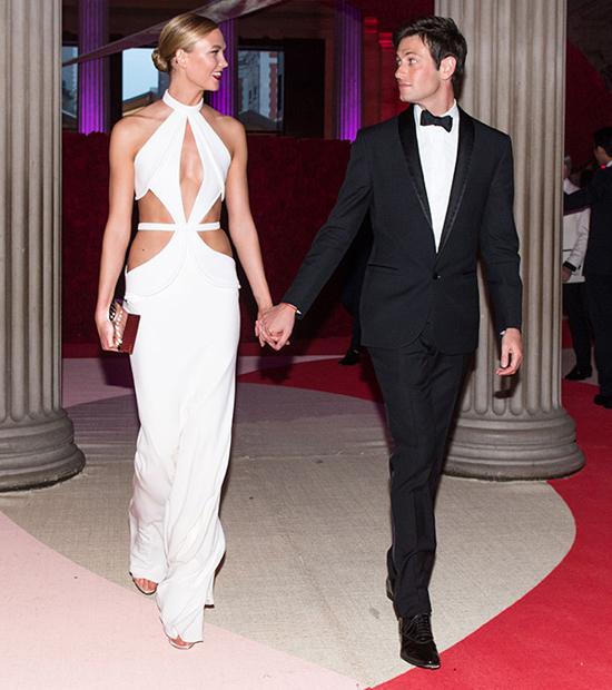 Joshua Kushner cùng Karlie Kloss tham dự sự kiện Met Gala 2016.
