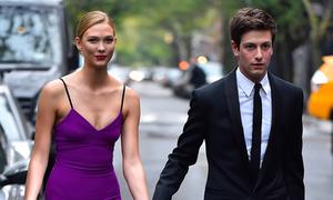 Siêu mẫu Karlie Kloss đính hôn với em trai của con rể Tổng thống Trump