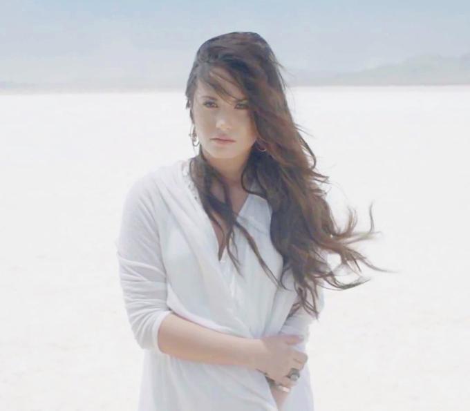 Tháng 7/2011, Demi thực hiện video ca nhạc Skyscraper thể hiện những góc khuất trong cuộc đấu tranh nội tâm của cô. Bài hát đã lập kỷ lục cho Lovato, giúp cô lần đầu leo lên vị trí số 10 trong bảng xếp hạng Billboard 100.