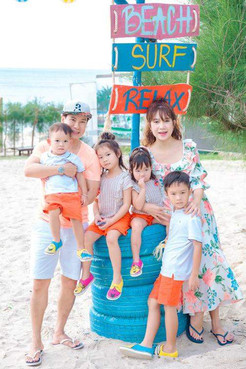 Vợ chồng Lý Hải - Minh Hà cùng các con đi du lịch nhân dịpMio tròn 2 tuổi.