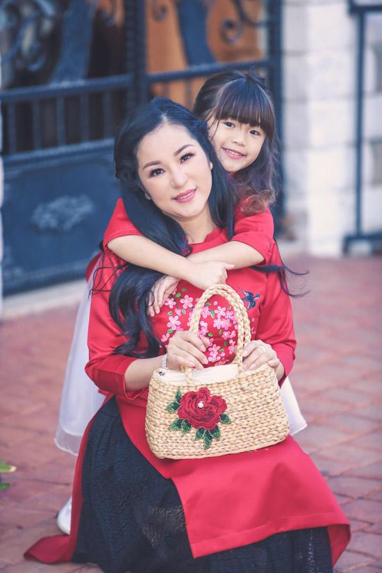 Thúy Nga và con gái Nguyệt Cát.
