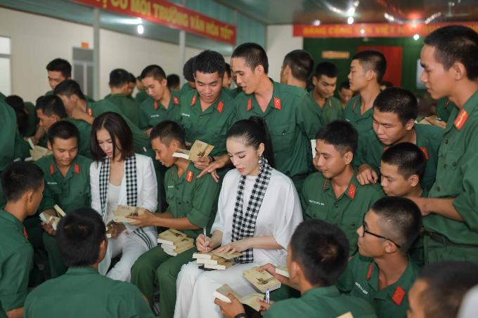 Kỳ Duyên, Hoàng My giao lưu với các chiến sĩ tại Sư đoàn bộ binh 5 - 4