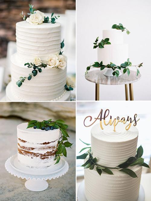Uyên ương đã dùng những nhành lá, hoa hồng tươi hoặc chữ cái mạ vàngđể trang trí cho chiếc bánh bớt tẻ nhạt. Nếu muốn phá cách, bạn có thể sử dụng bánh naked-cake (bánh không có kem tươi) để thể hiện nét mộc mạc, bình dị cho lễ cưới.