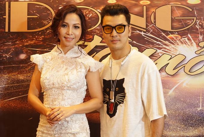 Ưng Hoàng Phúc sẽlà khách mời trong liveshow của Khánh Loan. Cô tiết lộ cả hai đã chuẩn bị bản song ca Anh không muốn bất công với em.
