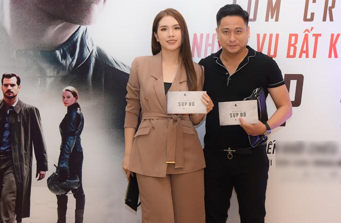 Tối 25/7, diễn viên Minh Tiệp và vợ trẻ trốn con gái đi xem phần mới của seri phim ăn khách Nhiệm vụ bất khả thi.