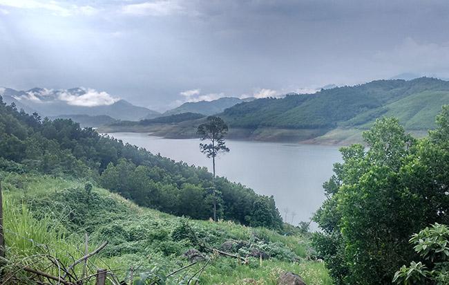 Lòng hồ thủy điện Sông Tranh 2 - nơi xảy ra động đất. Ảnh: Sơn Thủy.