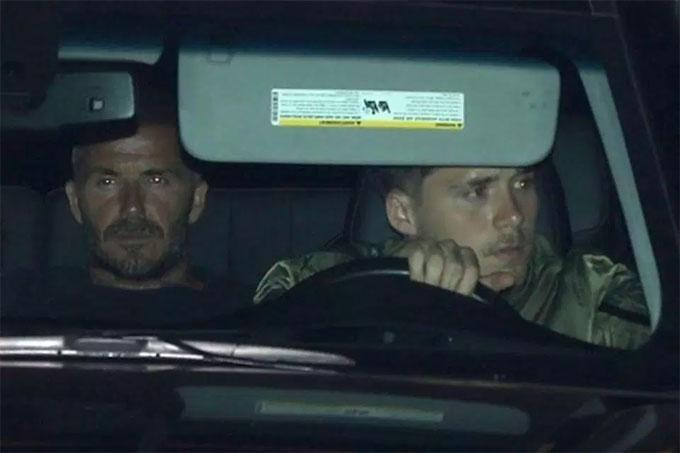 Becks trao quyền lái xe cho con trai. Ảnh: NS.