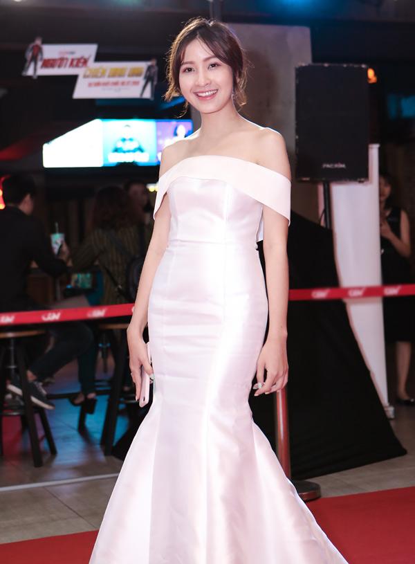 MC Kim Nhã lộng lẫy dẫn dắt sự kiện tối 25/7.