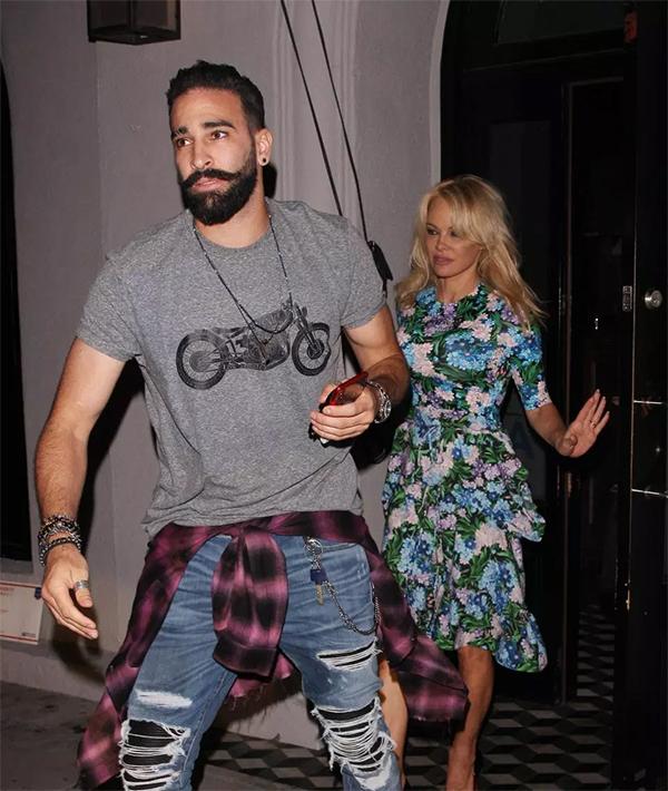 Rami và Pamela Anderson rời nhà hàng ở Los Angeles. Ảnh: The Sun.