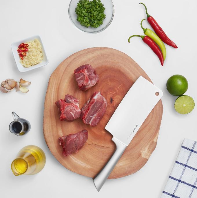 Dao chặt Vivo thường được người tiêu dùng lựa chọn trong chế biến xương, thịt gà, vịt.
