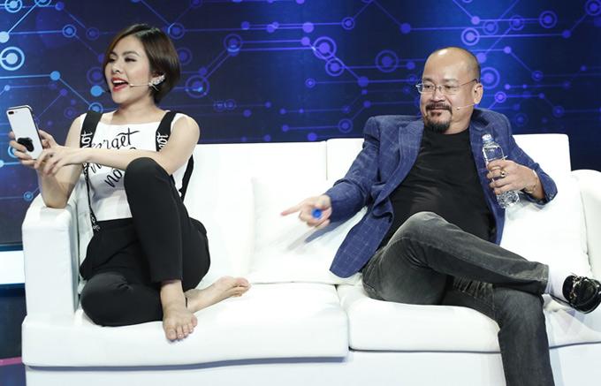 Nghệ sĩ Hoàng Sơn ngồi ghế cố vấn cùng Vân Trang.