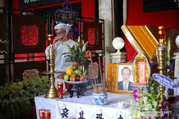 Con trai út Tuấn Khôi bên lĩnh cửu của ba - nghệ sĩ Thanh Hoàng.