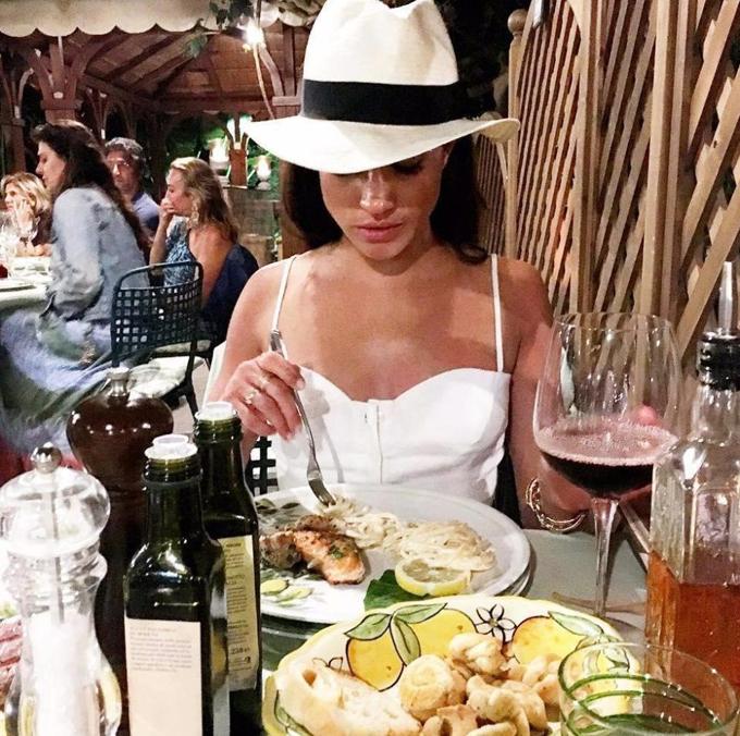 Meghan thưởng thức bữa ăn với mì ống trước khi cưới Hoàng tử Harry. Ảnh: Instagram.