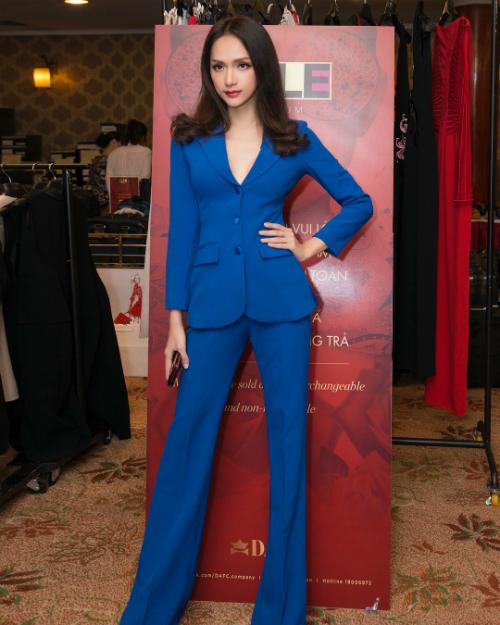 Hoa hậu chuyển giới Hương Giang mặc vest xanh đẹp hút hồn.