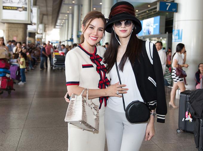 Người đẹp chuyển giới và quý bà Phương Lê có mối quan hệ thân thiết. Phương Lê quen Nong Poy khi sang Thái Lan chụp ảnh cho tạp chí Vogue.