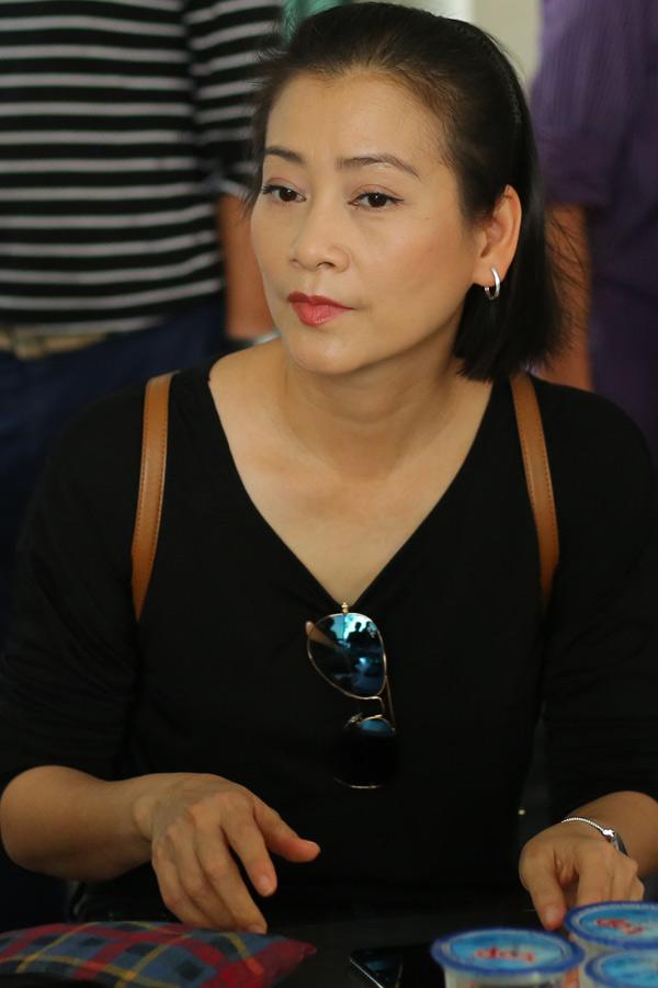 Nghệ sĩ Tuyết Thu có mối quan hệ thân tình với gia đình Thanh Hoàng nhiều năm qua. Chị bàng hoàng khi biết anh ra đi quá sớm.