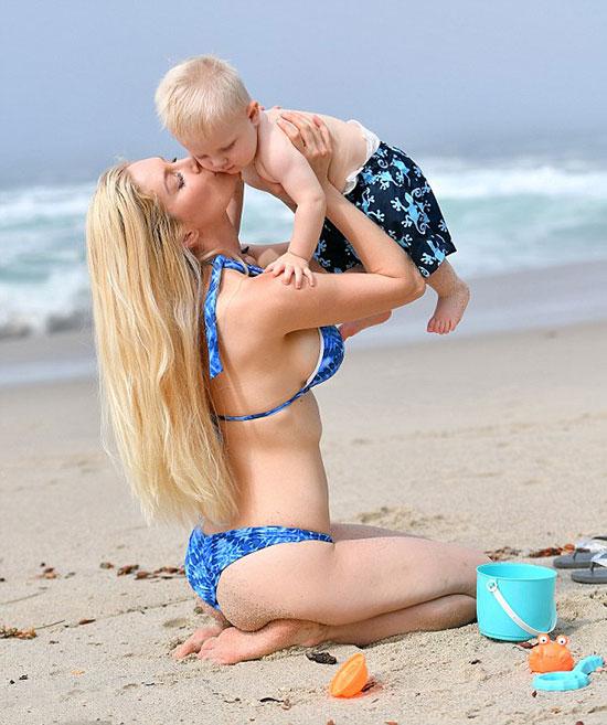 Heidi đang hạnh phúc mãn nguyện với vai trò làm mẹ. Cô tâm sự đây là hành trình vất vả nhưng đầy ngọt ngào.