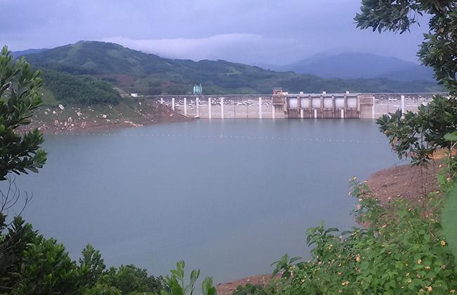 Lòng hồ thủy điện Sông Tranh 2 - nơi thường xuyên ra động đất. Ảnh: Sơn Thủy.