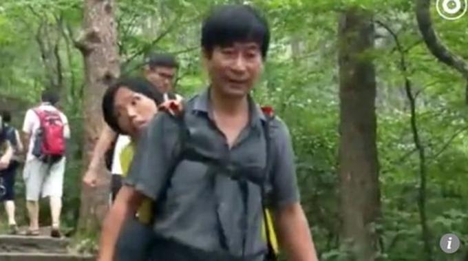 Wang dự định sẽ tiếp tục cõng vợ đi thăm thú nhiều thắng cảnh khác ở Trung Quốc.