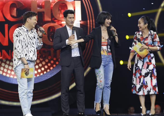 Diễn viên Huy Khánh và siêu mẫu Xuân Lan cũng là khách mời bình luận tại cuộc thi âm nhạc này.