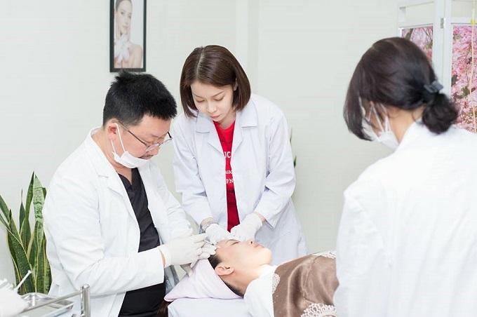 Các liệu trình làm đẹp do bác sĩ Hàn Quốc và chuyên viên giàu kinh nghiệm trực tiếp thực hiện.