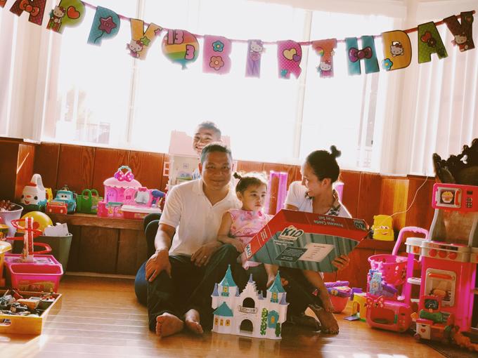 Mặc dù ít về nước nhưng Kim Hiền vẫn thường xuyên cập nhật về đời sống của cô trên trang cá nhân để người hâm mộ theo dõi.