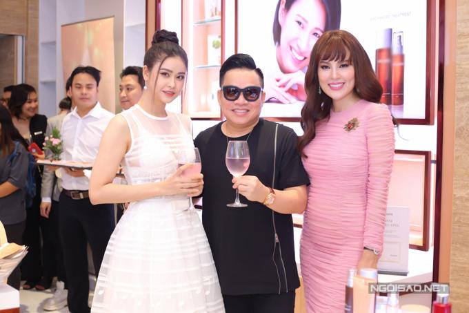 Diễn viên Trương Quỳnh Anh và doanh nhân Huy Cận là những người bạn thân thiết với quý bà quê Trà Vinh.