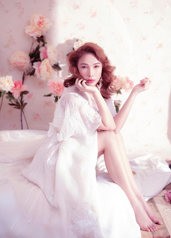 Quỳnh Thư sở hữu đôi chân dài và làn da trắng nuột nà.