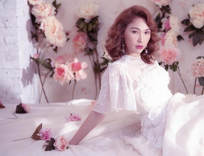 Bộ ảnh do chuyên gia trang điểm Bảo Bảo, stylist Nina Nguyễn hỗ trợ thực hiện.