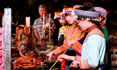 Hàng nghìn du khách trải nghiệm văn hóa ẩm thực Tây Bắc