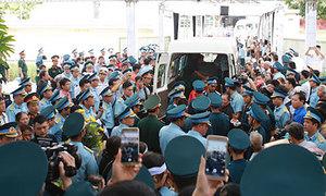 Người thân và đồng đội tiễn đưa hai phi công hy sinh ở Nghệ An
